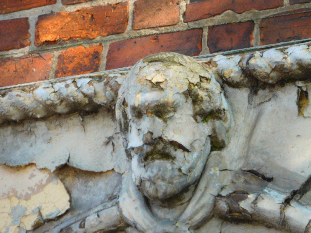 Keystone sculptures returning to dust