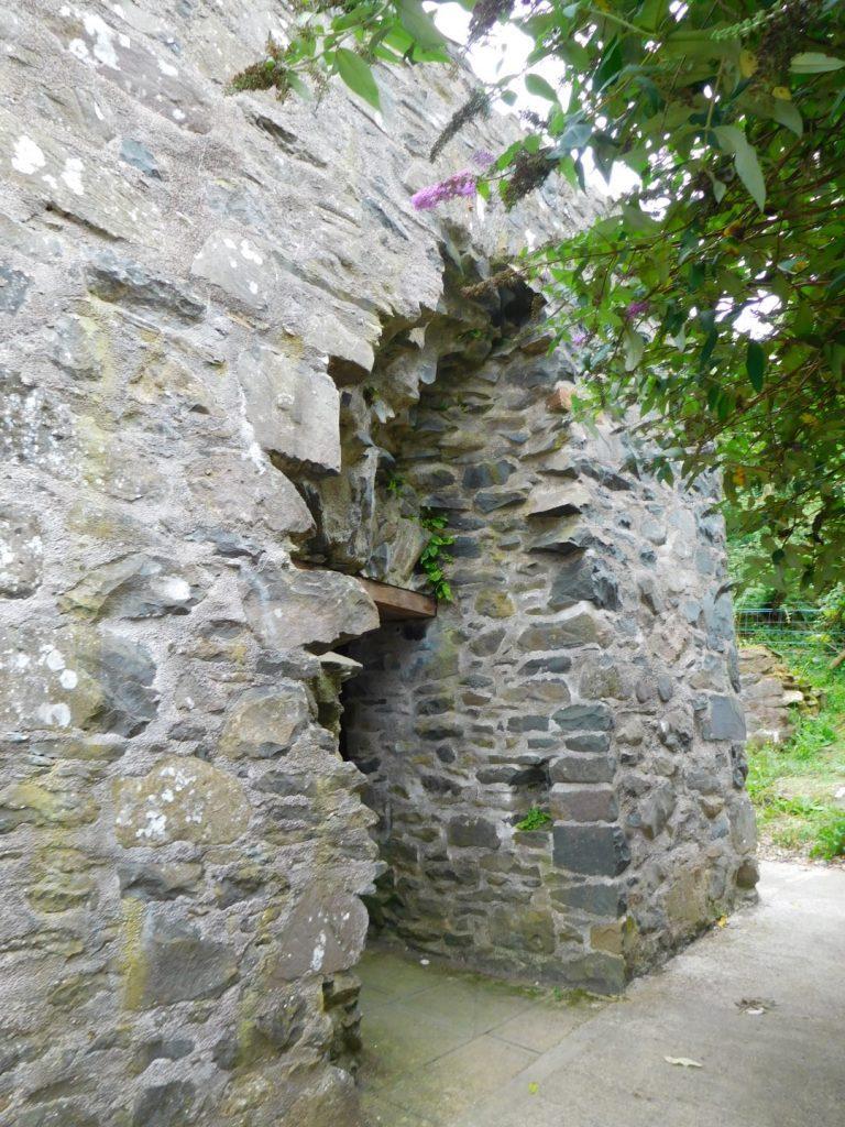 Mahee Castle Ruins